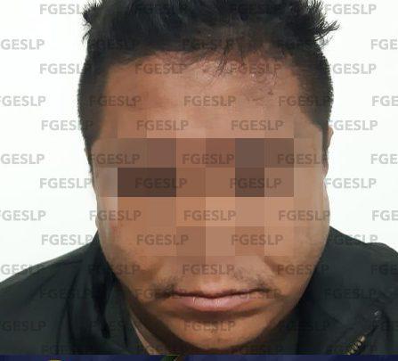 FISCALÍA DETIENE A HOMBRE ACUSADO DE VIOLAR A SU HIJASTRA