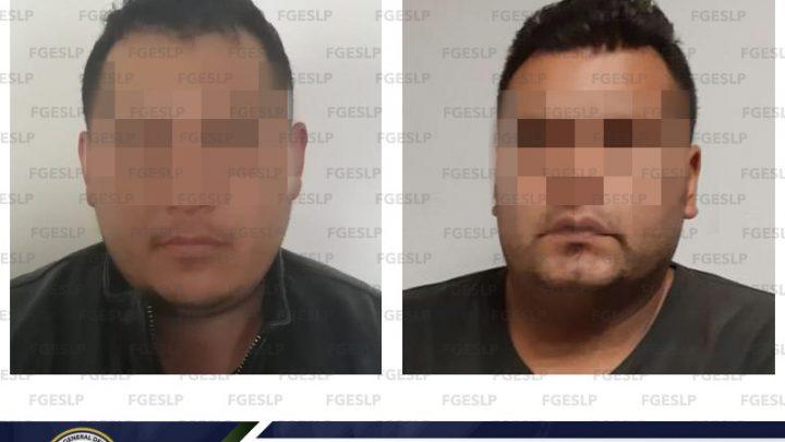 FISCALÍA DE SLP DETIENE A UN INDIVIDUO Y A UN POLICÍA CAPITALINO ACUSADOS DE ROBO CON VIOLENCIA